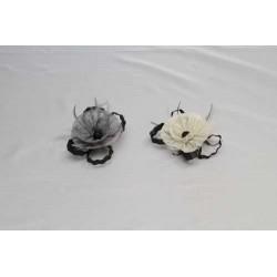 Tocado Bicolor Flor Sinamay,  plumas y cintas tubulares