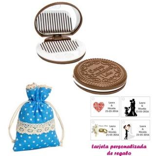 Espejo Galleta Oreo con peine blanco y con bolsa de lunares de color azul, y tarjeta personalizada