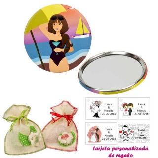 Espejo de Chapa con chica en la Playa, con bolsa de saco en crudo y detalles de colores, y tarjeta personalizada