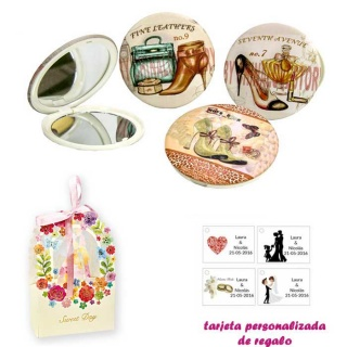 Espejos vintage con zapatos de tacón y bonitos dibujos, con caja de flores, y tarjeta personalizada