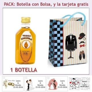 "Botellita de Vodka Caramelo con bolsa ""charlestón"" y tarjeta"