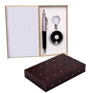 Llavero linterna y boli en caja de madera regalos de boda