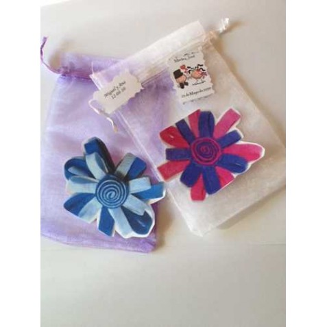 bolsa de organza con broche de flores tarjeta sin imprimir